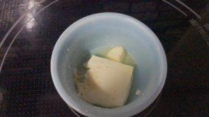 溶けたクリームチーズバター